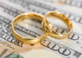 wedding rings on money divided in divorce
